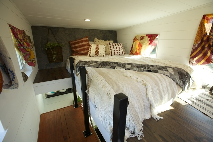 04-Master-Bedroom-Brian-Crabb-Tiny-House-on-wheels-www-designstack-co