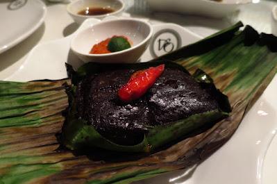 Violet Oon Satay Bar & Grill, buah keluak otah