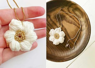 Colgante realizado con flor bombon a crochet