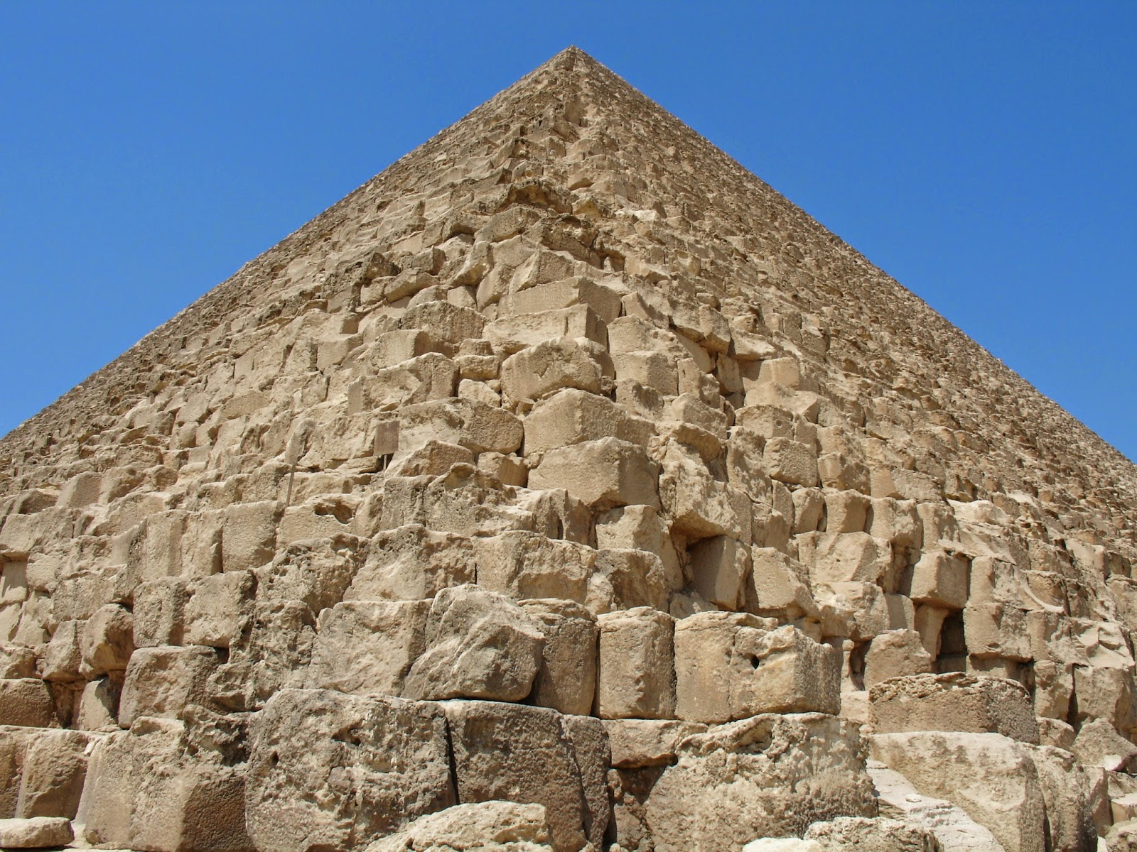 Egyptians moved pyramid stones over wet sand