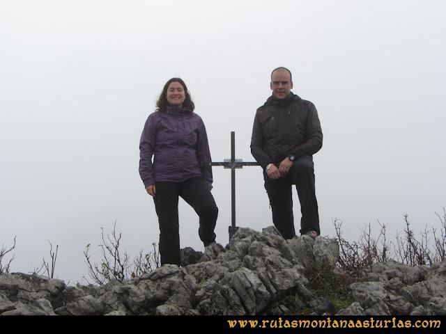 Ruta de las Xanas y Senda de Valdolayés: Cima de Peña Rey