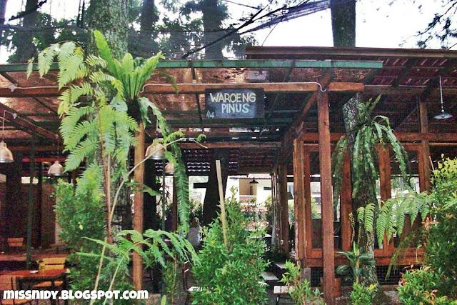 cafe yang ada di taman hutan raya bandung