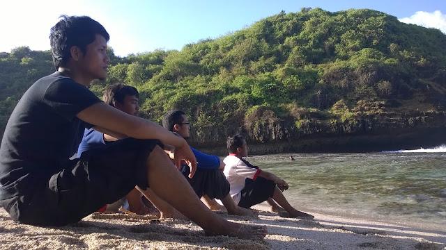 Menikmati Pagi di Pantai Greweng Gunungkidul