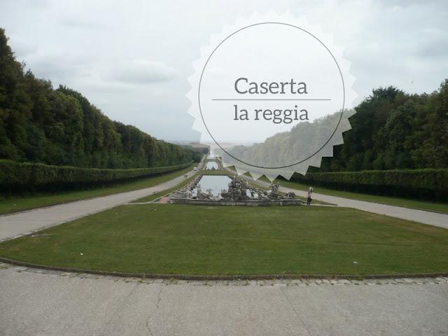 La visita alla Reggia di Caserta del XVIII secolo. La reggia vista dai giardini
