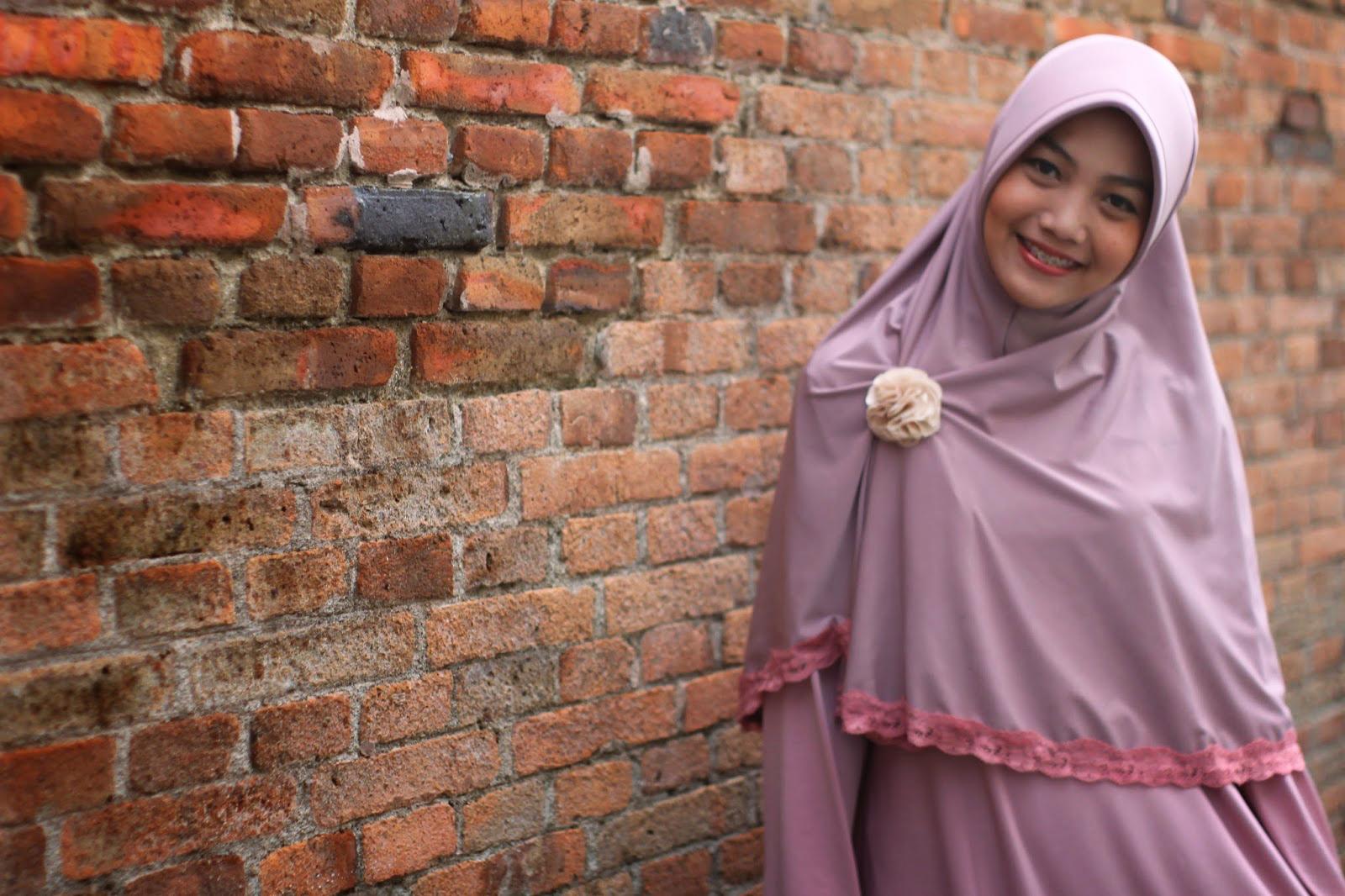 7 gaya hijab Cewek IGO Efrida Yanti yang suka pakai jeans 7 wanita hijab Cewek IGO Efrida Yanti tercantik