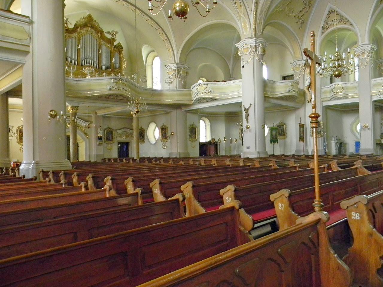 kościół, kolumny, ławki