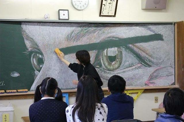 Siswa SMA Berkreasi di Papan Tulis Menggukanan Kapur, Hasilnya Luar Biasa