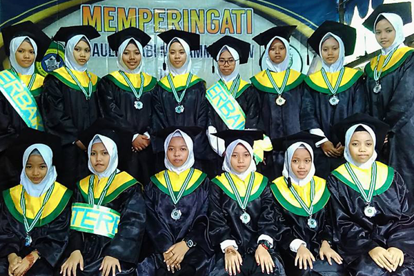 Selamat untuk Wisuda Imrithi ke 6 Pondok Putri Banu Hasyim Sidoarjo
