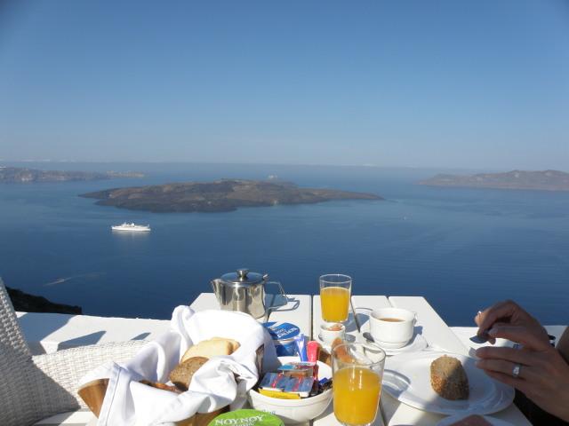 Agali Houses, Firostefani, Santorin: Terrasse mit Ausblick auf die Caldera