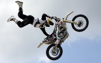 Wallpaper: Motorcycle Aerial Acrobatics