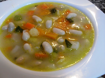 Sopa de verduras con judías blancas