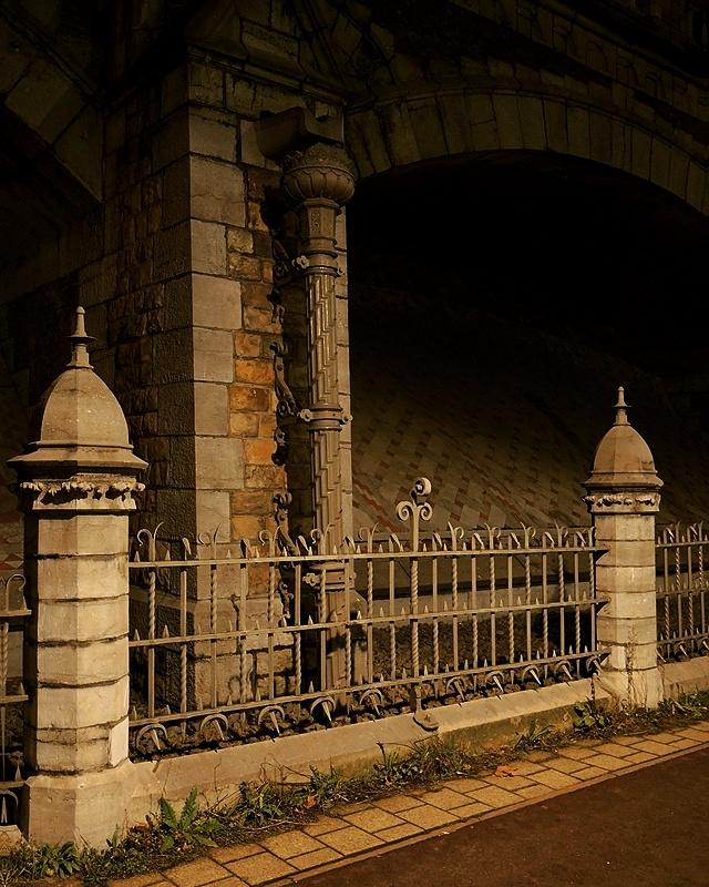 de spoorwegbrug tussen Antwerpen centraal en Berchem station
