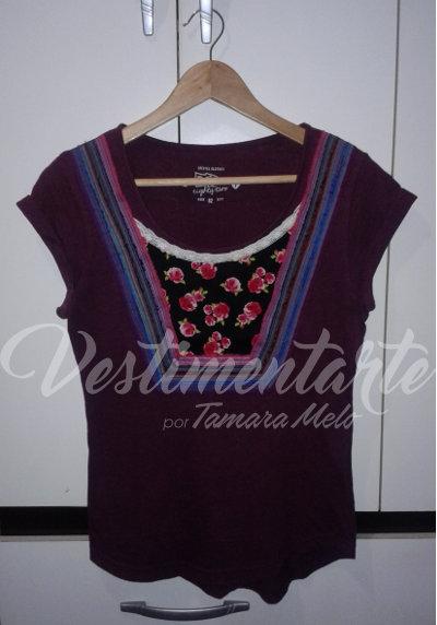 Camiseta customizada com inspiração Frida Kahlo