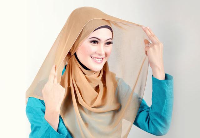 Langkah Mudah Memakai Hijab Segi Empat Agar Tampil Lebih Cantik