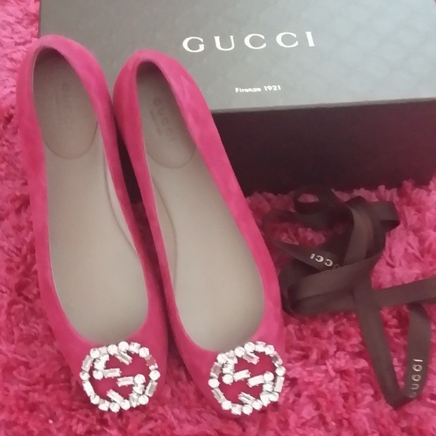 Sapatilha rosa da Gucci, presente Kleber Toledo para ex sogra