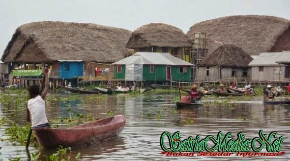 Desa Unik Yang Dibangun Di Sebuah Danau Nokouke, Afrika