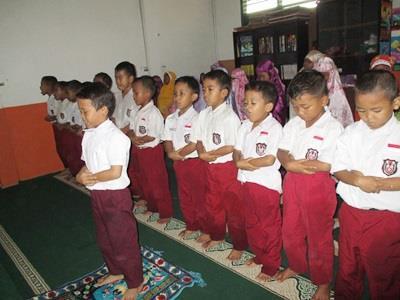 SUBHANALLAH.. Siswa SD Juara Cilegon Terbiasa Sholat Dzuhur Berjamaah di Sekolah