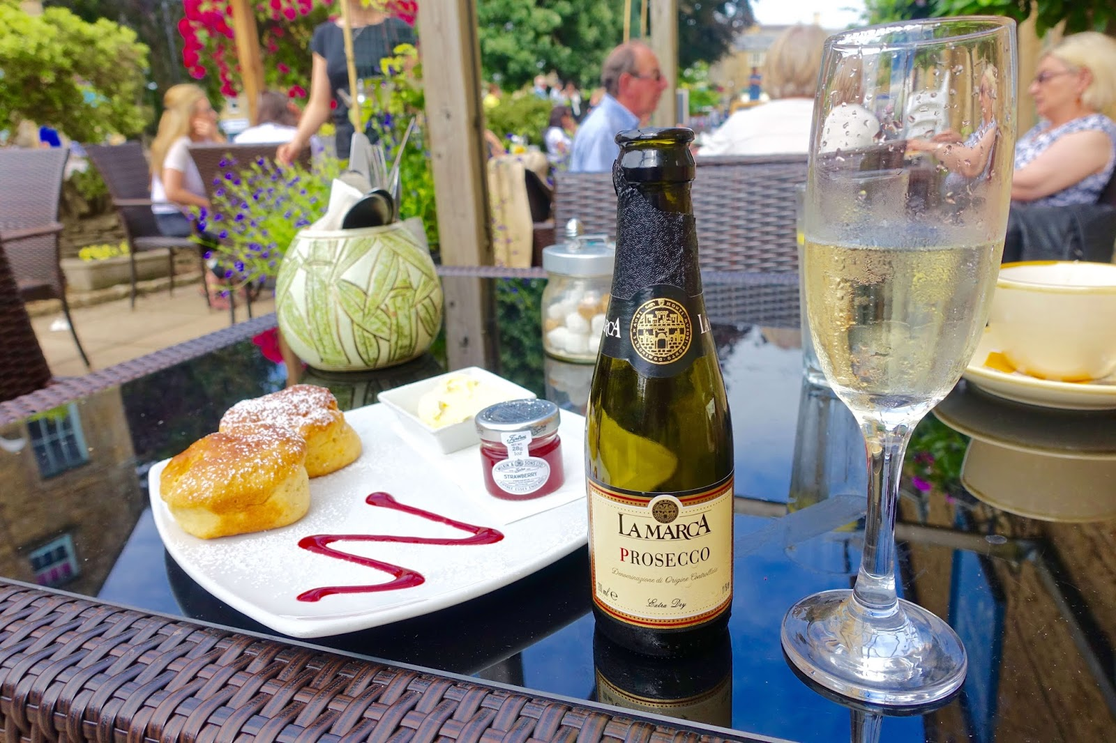 Prosecco stop in the Cotswolds