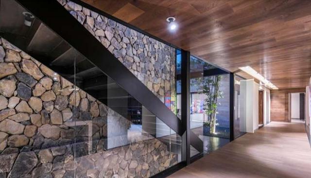 tangga rumah tingkat 2 minimalis