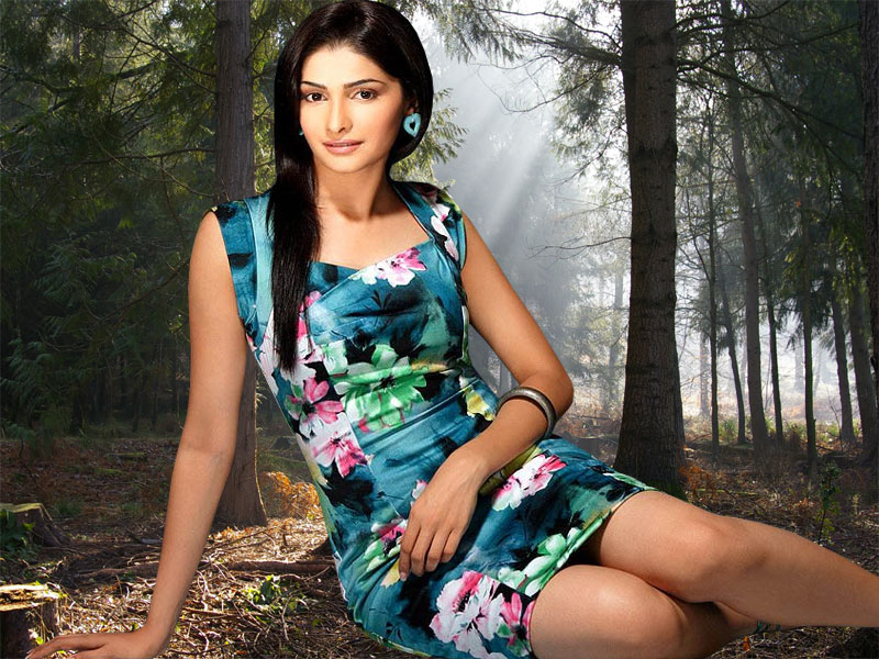 Spruce Up Your Old Mobile With A New Lock Screen Look: Bollywood Actress Wallpapers