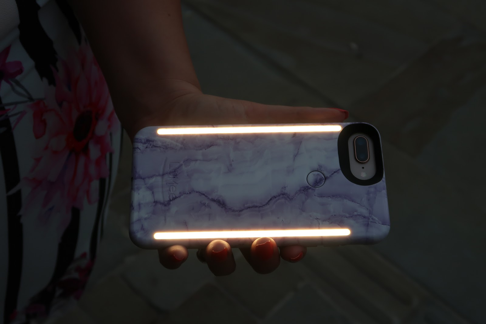 WhatLauraLoves wearing Quiz Clothing Curve and using a Light Up Selfie Case