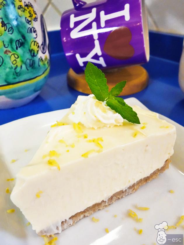 Tarta de limón con nata o crema de leche