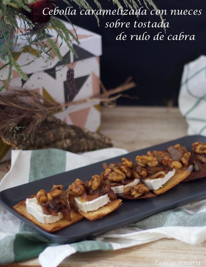 Cebolla caramelizada con nueces sobre tostada de rulo de cabra