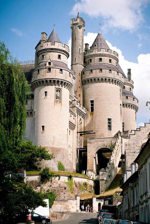 Pierrefonds uma restauração que foi um progresso na linha medieval