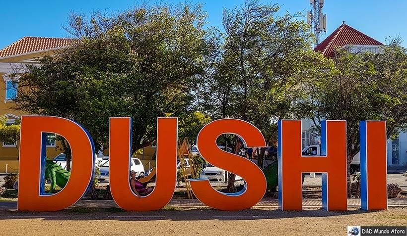 Letreiro Dushi em Curaçao - Guia Brasileiro em Curaçao