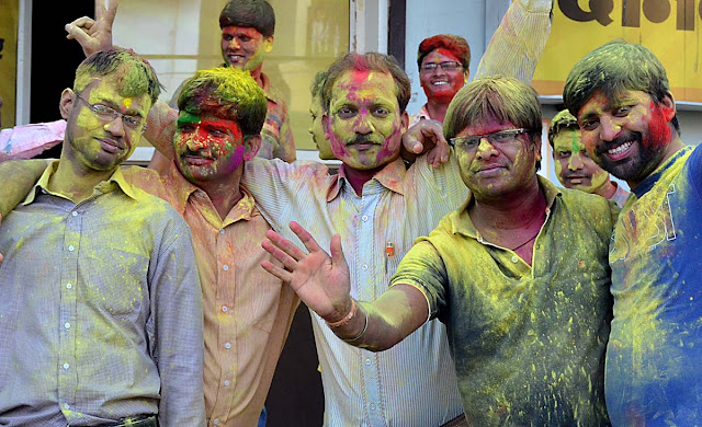 holi, holi celebration, holi khandwa, lokesh, lokesh carpenter, bhourasa,