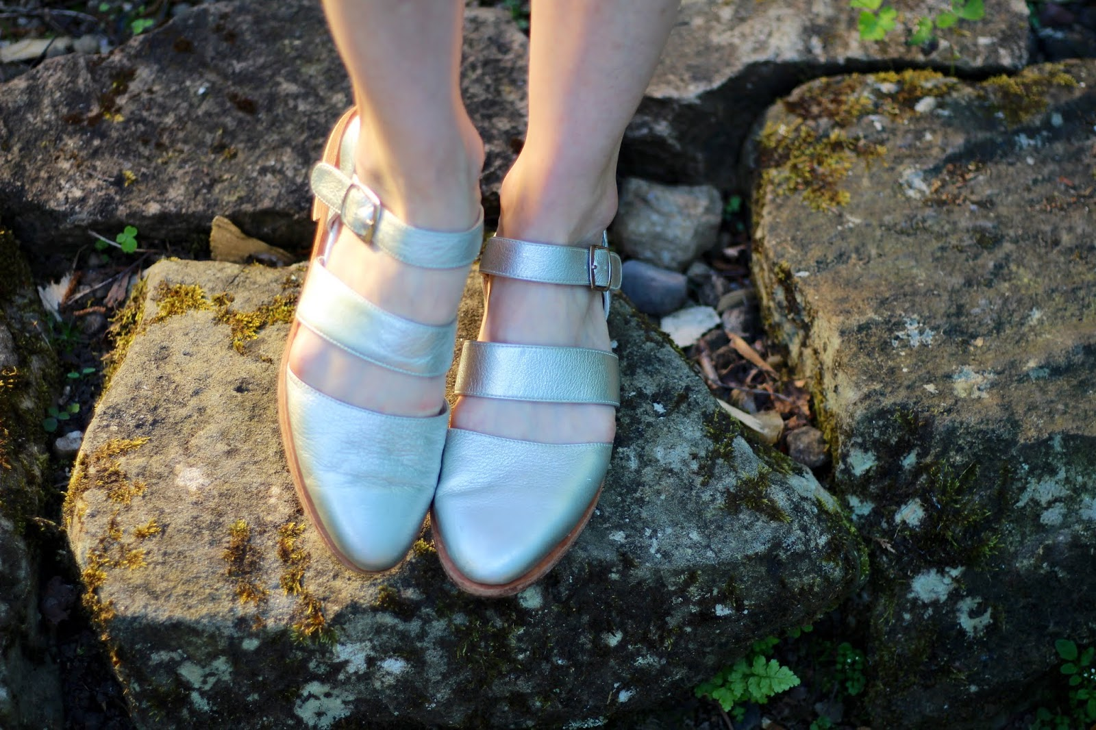 Flat silver sandals with a covered toe | Fake Fabulous