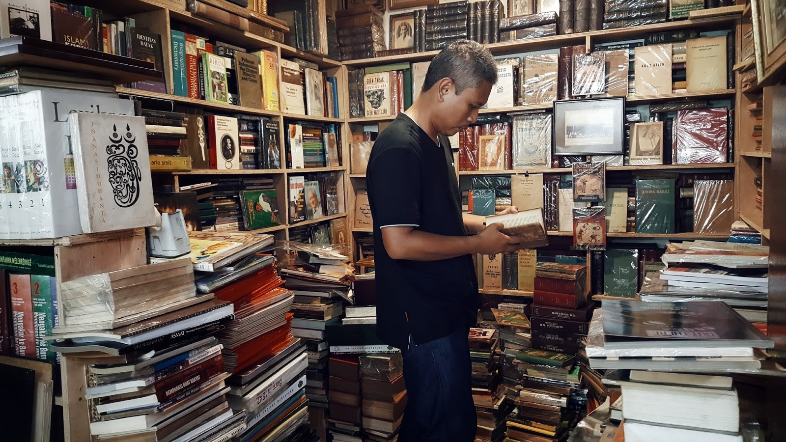 Satu Pengakuan Mengapa Saya Membaca Buku-Buku Indonesia