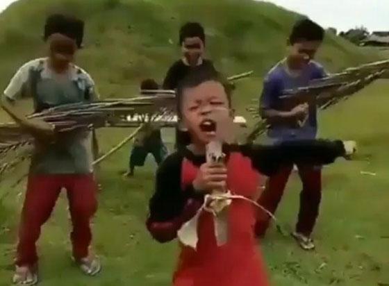 Video Lucu Anak Kecil Parodikan Bermain Musik Dangdut Yang Viral di Medsos