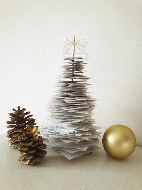 Božićno drvce od papira iz knjige
