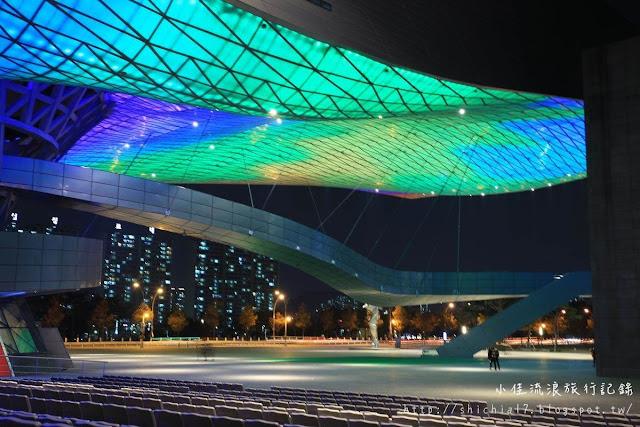 釜山電影殿堂,絢麗繽紛動畫夜景