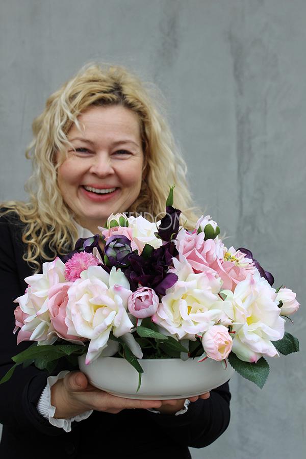 Piękno i Elegancja dekoracji kwiatowych