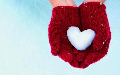hands-gloves-heart-snow-winter-wallpaper-1680x1050