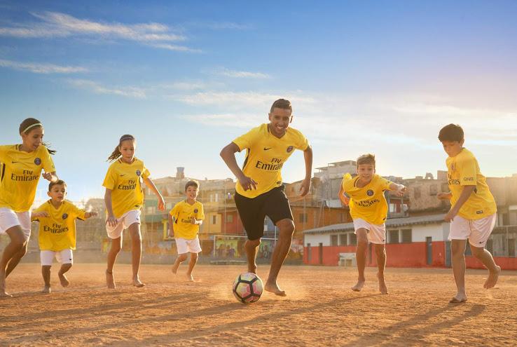 El PSG presentó su nueva camiseta suplente Nike en honor a Brasil