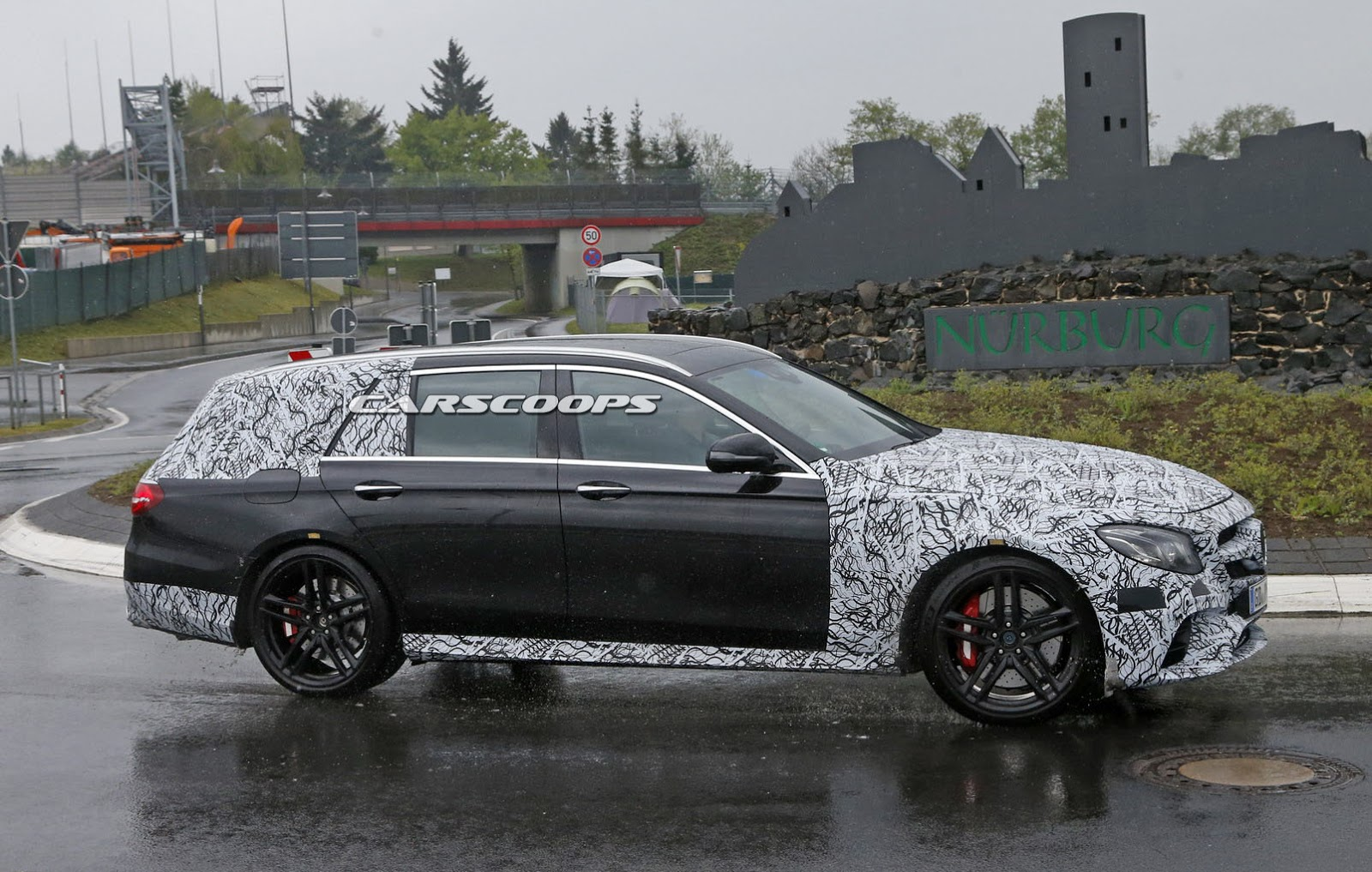 new mercedes amg e63 wagon divulges 2017 e class estate s tail lamps carscoops. Black Bedroom Furniture Sets. Home Design Ideas