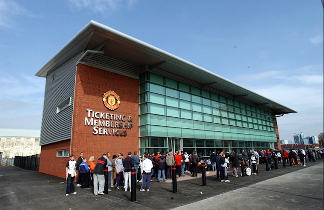Manchester United Dan Sevilla Terlibat Perang Manajemen