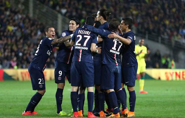Le PSG célébrant un but avec la joie de l'effectif