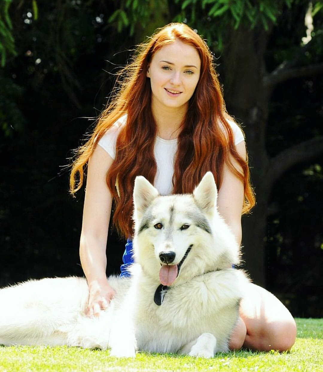 A Lady And Her Dire Wolf: Sophie Turner Hot Pics