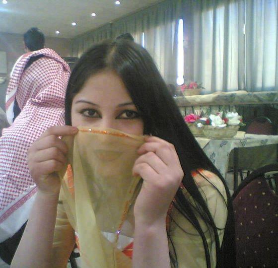 مقيمة فى جدة فلسطينية لم يسبق لى الزواج ابحث عن ابن الحلال