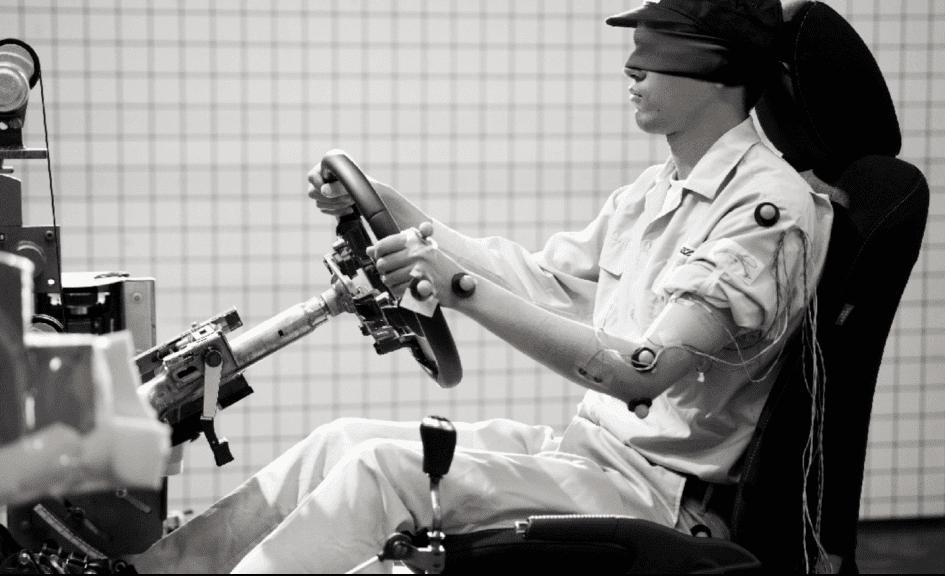 Thiết kế ghế ngồi tự nhiên như một phần cơ thể người lái