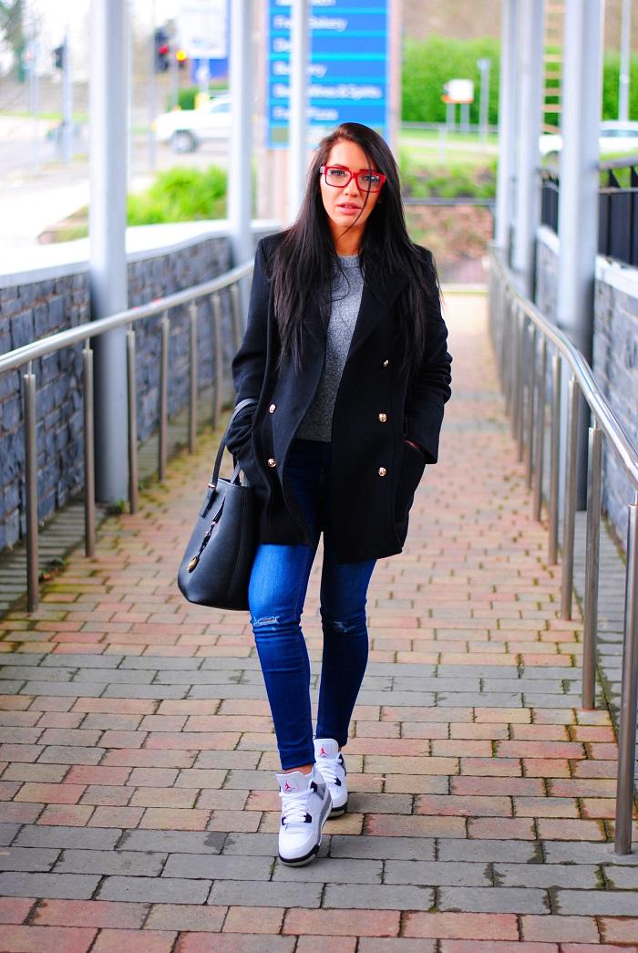 Wool coat & sneakers
