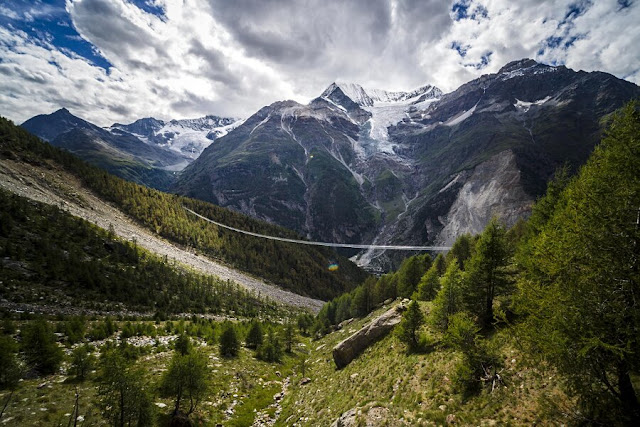 pod suspendat-Elvetia-Alpi
