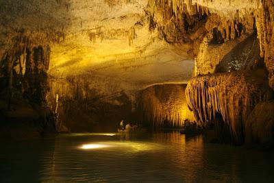 Cueva inundada en Líbano / Mohamed AzakirReuters