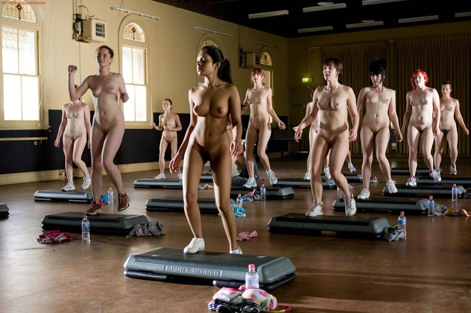 Девушки мужчиной голые тренировки девушек видео русские молодые пухленькие
