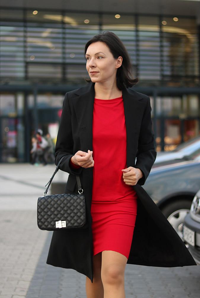 czerwona sukienka do pracy