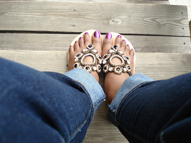 Pasha Jewelry For Your Feet www.toyastales.blogspot.com #toyastales #Pasha #JewelryForYourFeet #bejeweledsandals #flatsandals #sandalweather